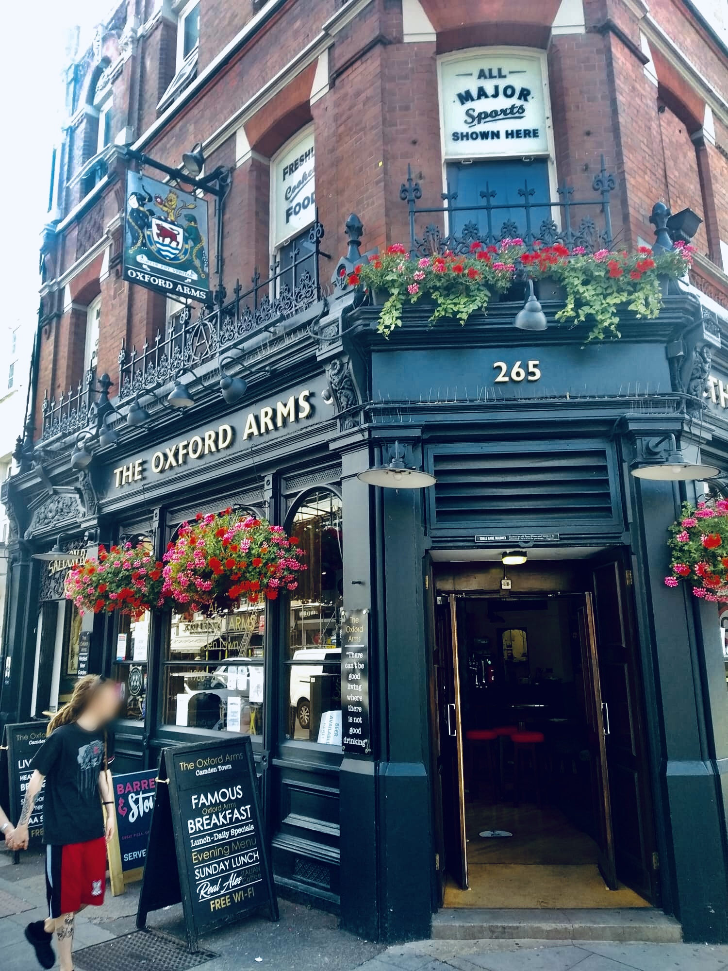 The Oxford Arms 265 Camden High St, London NW1 7BU - Photo by Il Calcio a Londra