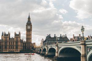 Londra - Photo by Eva Dang on Unsplash